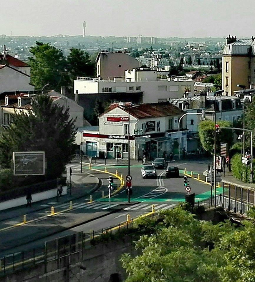 Photo de l'aménagement cyclable protégé du carrefour D30×N186 à Rosny-sous-Bois